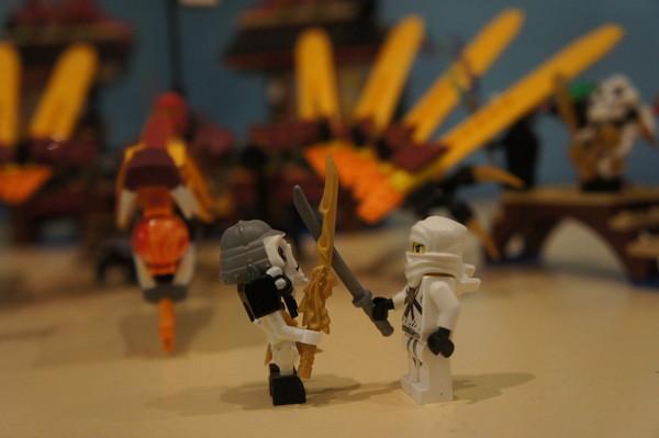 Продается замок Lego Ninjago абсолютно новый, в придачу инструкция по сборке и подарочная коробка.