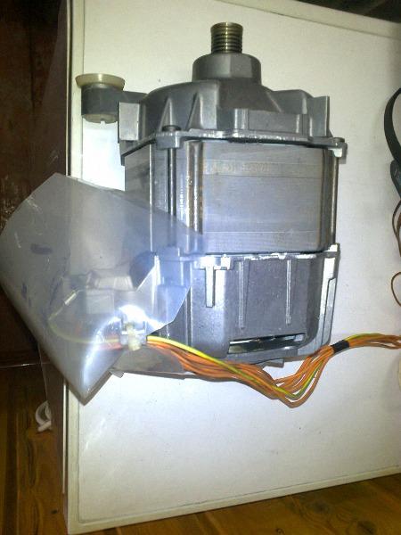Продам двигатель и электронный модуль на стиральную машину Bosh WFH