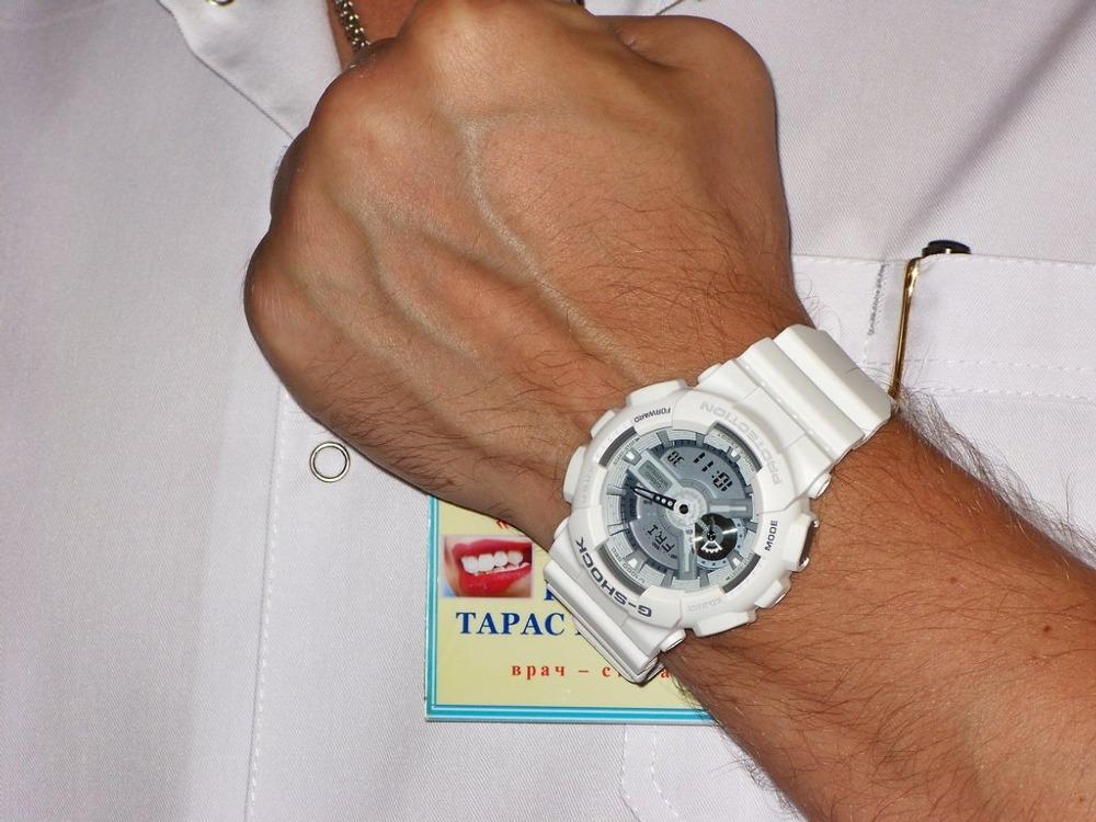 часы g shock женские белые на руке Sarah Jessica