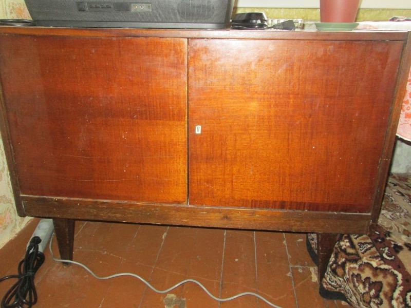 В архиве отдам старую мебель