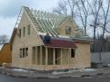 Снаружи каркасные дома лучше всего утеплять специальными мягкими ДВП, которые изготавливаются из мягкой древесины.