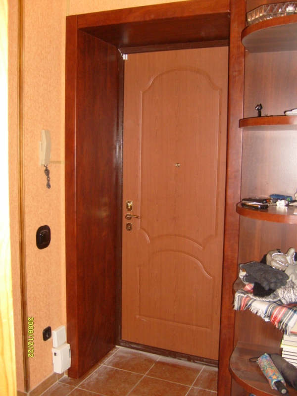 Отделка коробки входной двери