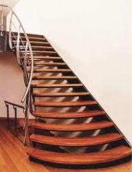 Деревянные лестницы на металлическом каркасе.