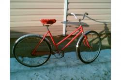 есть советский дамский велосипед, т.е. рама такая чтобы барышня ногу в юбке не задирала...