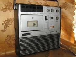 Продам культовый магнитофон 70х В идеальном состоянии.  Сергей.  В избранное.