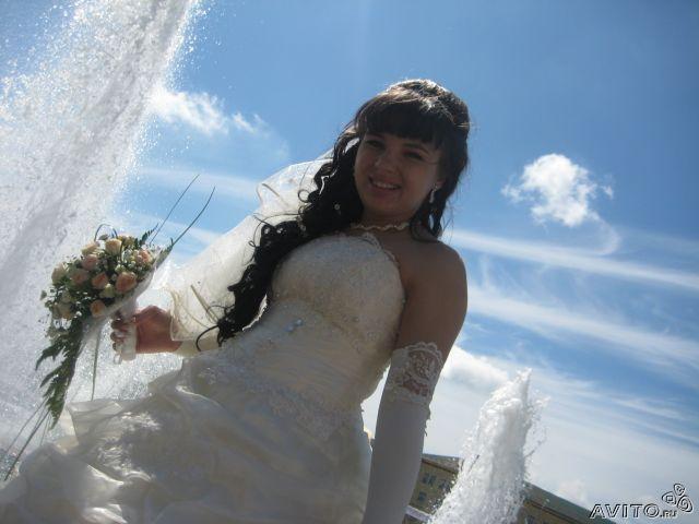 Продам шикарнейшее свадебное платье!..цвет нежный шампань, корсет на шнуровке, расшит бисером и вышивкой...