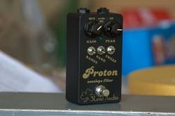 В качестве основы сехмы -- Mutron III Звучит жирно, фанково и густо.  Подходит для гитары, баса, клавишных.