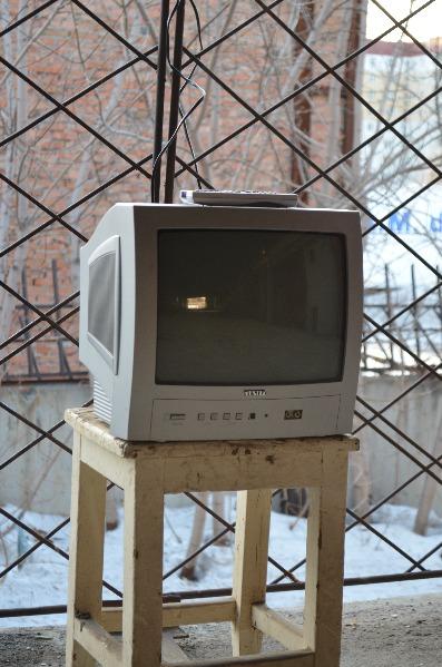 Дмитрий.  Продам телевизор Vestel VR37TS-1445.  Царапины на стекле.  В избранное.