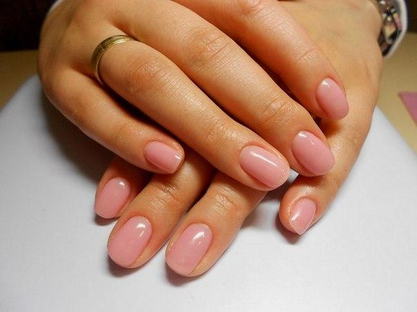 Гелевое покрытие натуральных ногтей красный