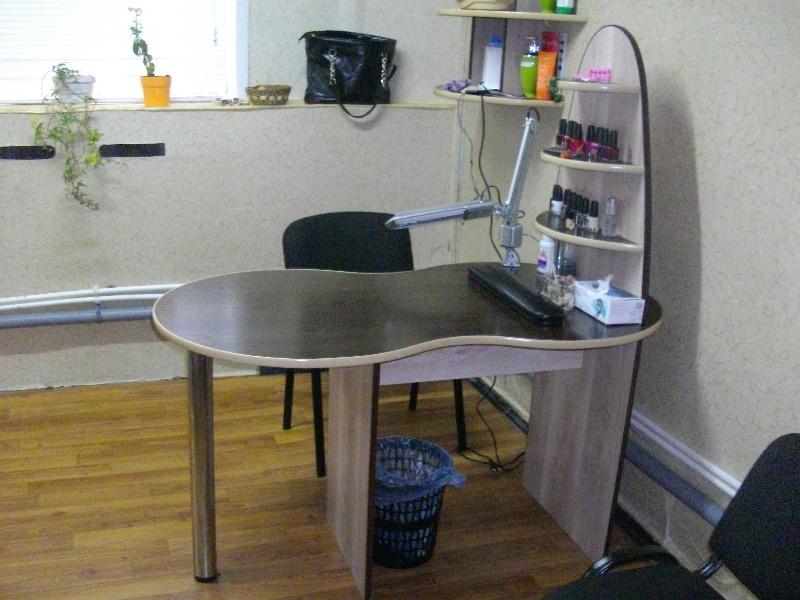 Сниму стол для маникюра.