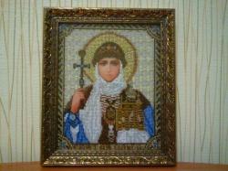 Икона Святой Ольги, вышитая чешским бисером, на конву с нанесённым рисунком.  Оформлена в багетную рамку.