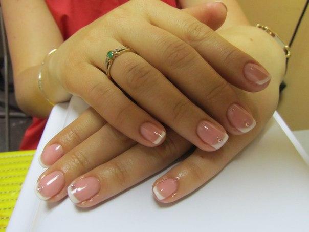 Покрытие гель лаком френч на короткие ногти дизайн