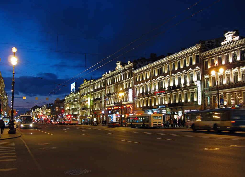 Невский проспект. Фото с сайта  tonkosti.ru