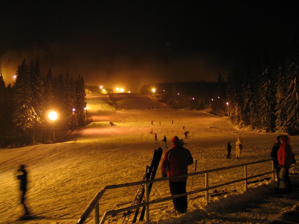 Трассы Вуокатти в вечернее время. Фото:  Helge V. Keitel