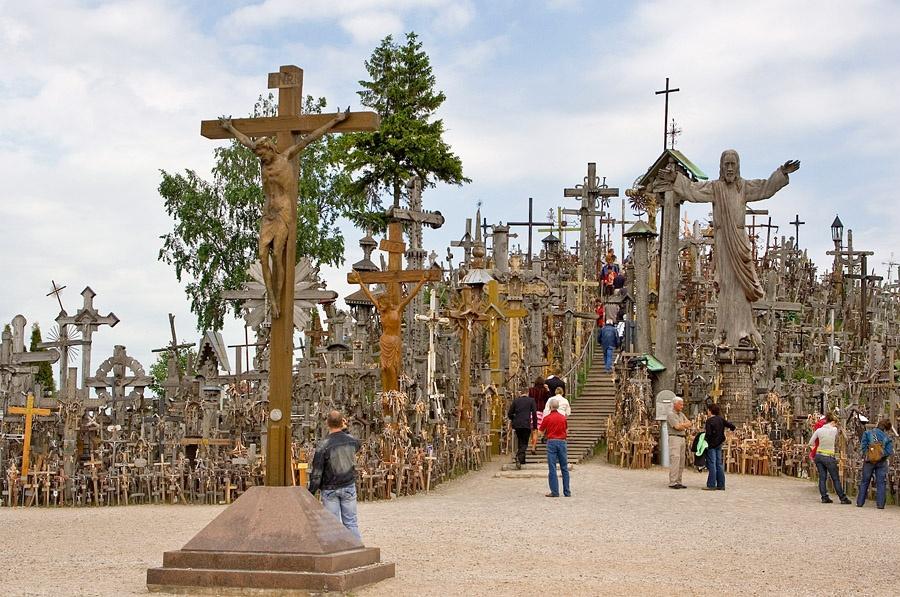 Гора крестов. Автор: Ani Фото:  www.flickr.com