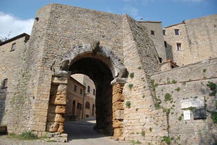 Крепостная стена. Фото с сайта  www.cult-turist.ru