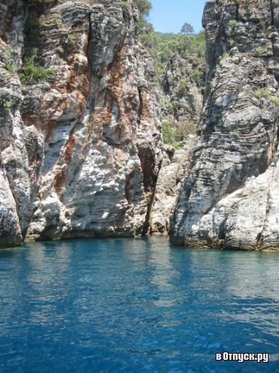 Черный остров или Кара Ада. Фото с сайта  www.votpusk.ru .