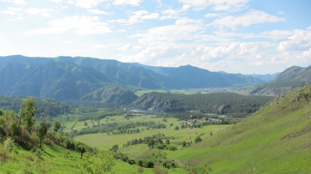 Вид на Чемал. Фото:  Obakeneko