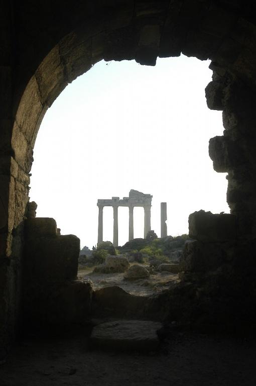 Развалины в Сиде. Фото с сайта  tonkosti.ru