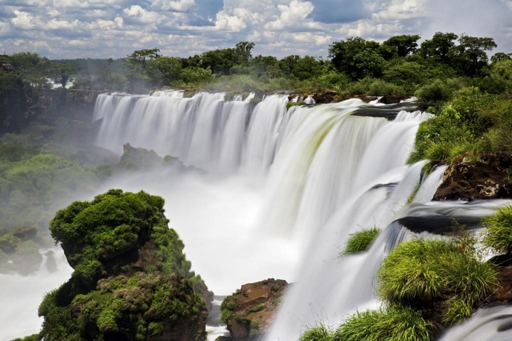 Водопады Игуасу. Фото с сайта:  tonkosti.ru