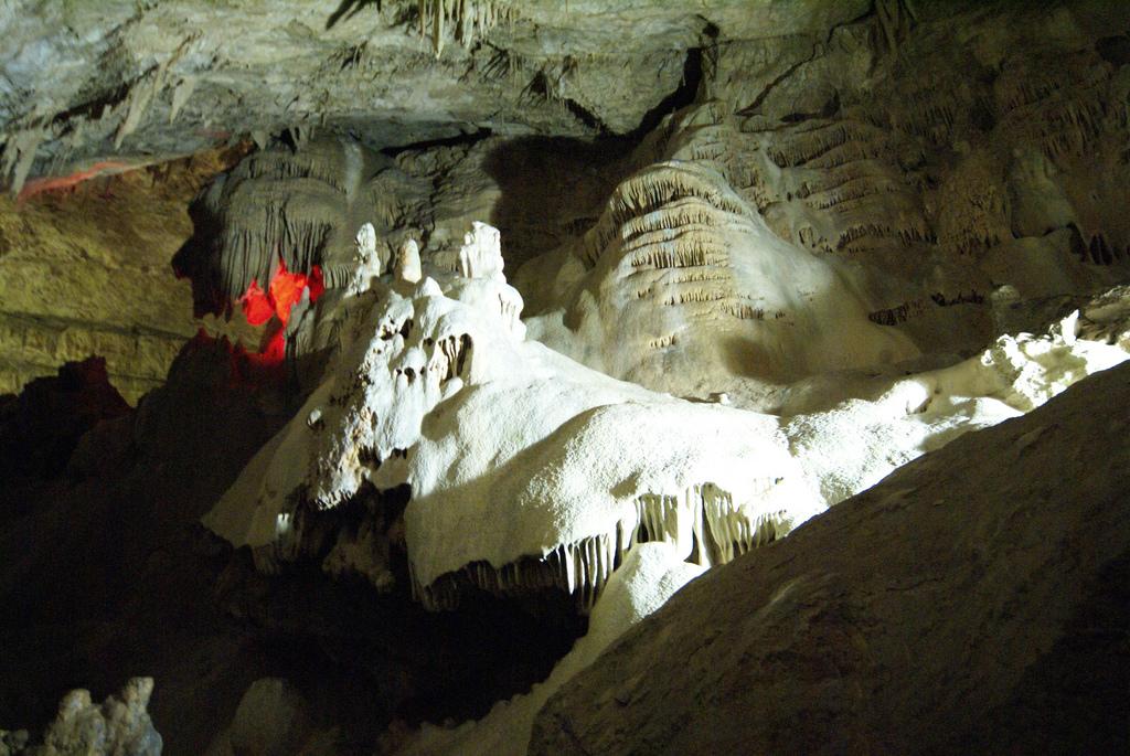 Новоафонская пещера. Фото:  tonkosti.ru