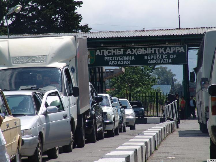 На границе Абхазии и России. Фото: ekhokavkaza.com