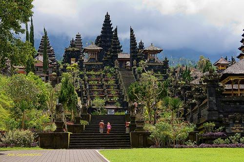 Храмовый комплекс Pura Besakih. Бали. Фото: hotelesdeepana.com