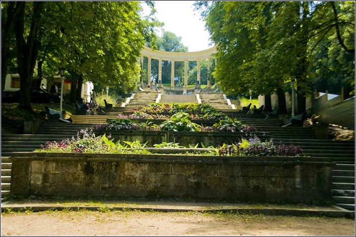 Каскадная лестница. Автор: Артем Мочалов. Фото с сайта:  www.mochaloff.ru