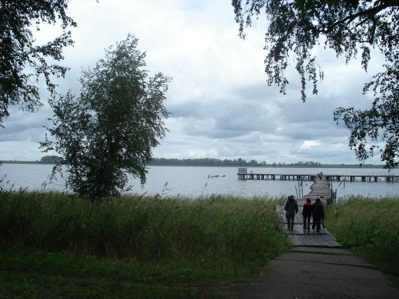Помост на озере. Фото:  www.okarachi.ru