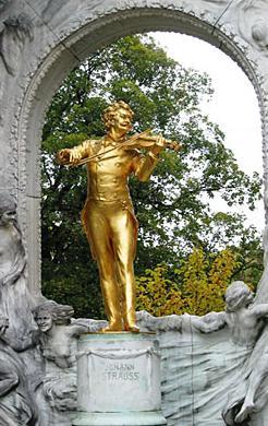 Памятник И. Штраусу в Вене. Фото: ebendige-ethik.net