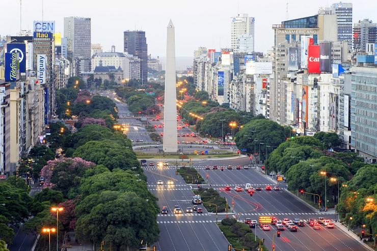 Avenida 9 julio. Буэно-Айрес. Фото: simplyairlines.com