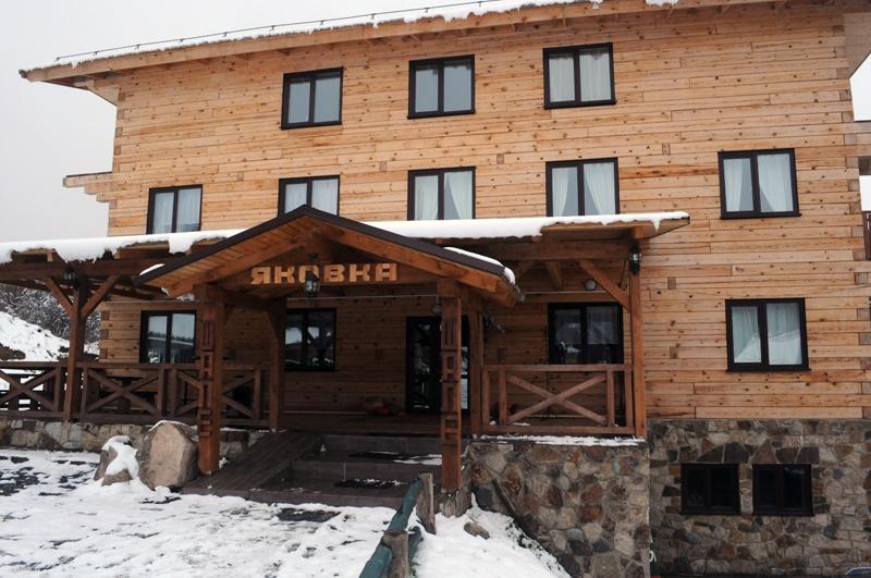 Вход в шале. Фото: www.yakovka.com