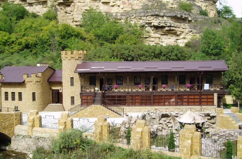 Замок «Коварства и любви». Фото с сайта  tonkosti.ru