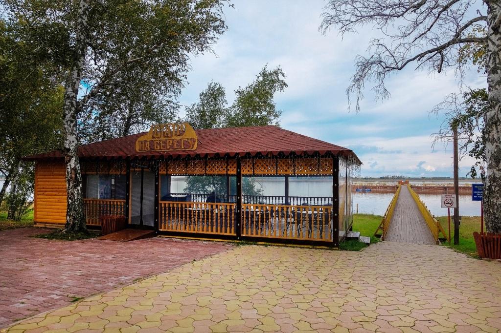 Озеро Карачи. Кафе, пирс