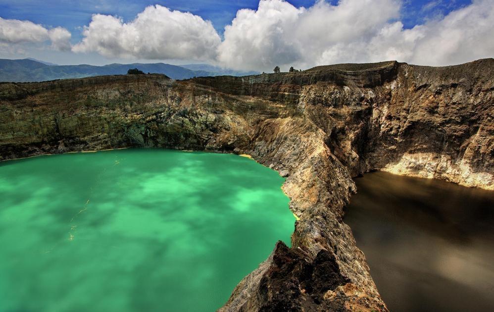 Озера вулкана Кели Муту. Флорес. Фото: lookandtravel.ru