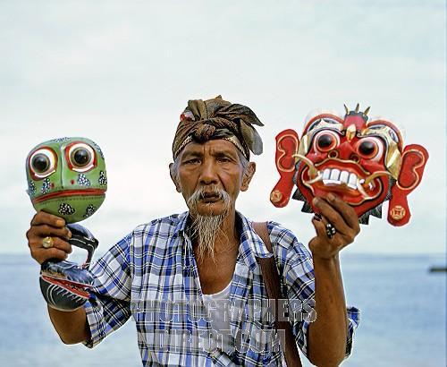 Продавец масок на Бали. Фото: img2.photographersdirect.com
