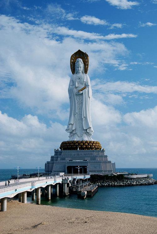 108-метровая статуя Гуаньинь в Наньшань. Фото: tbg-brand.ru