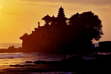 Вид на храм Танах Лот. Фото: baliland-charter.com