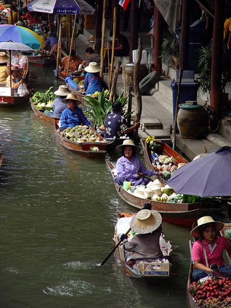 Плавучий рынок. Фото: sonia.tululuka.net