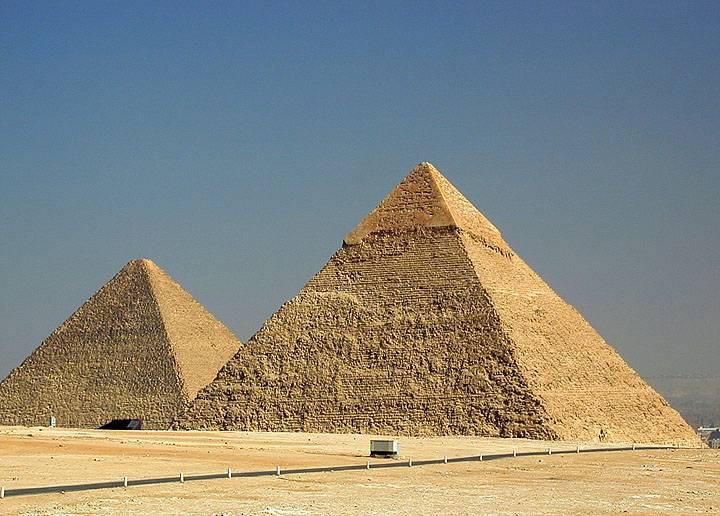 Пирамиды Хеопса и Хефрена. Фото: galeontour.com