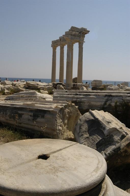 Храм Аполлона. Фото с сайта  tonkosti.ru