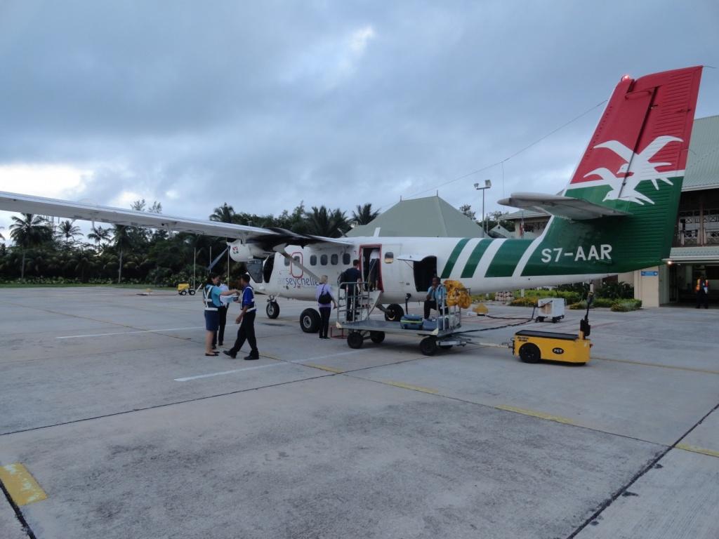 Многие туристы прибывают на острова самолетами местной авиакомпании Air Seychelles. Автор: travelourplanet.com. Фото:  www.flickr.com