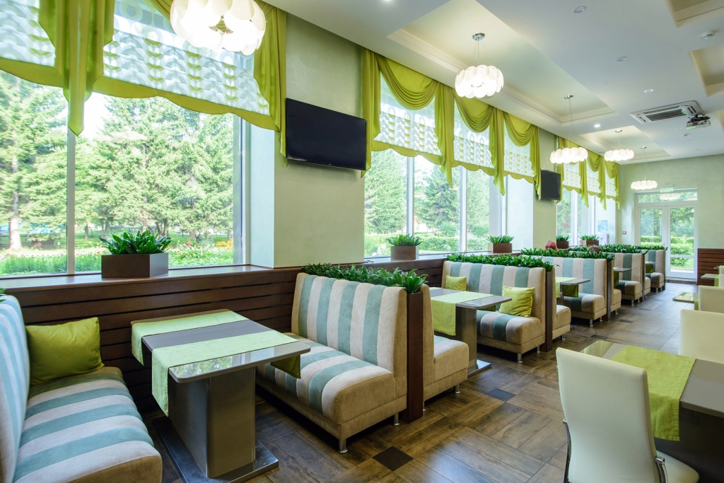 Уютные места в обеденном зале