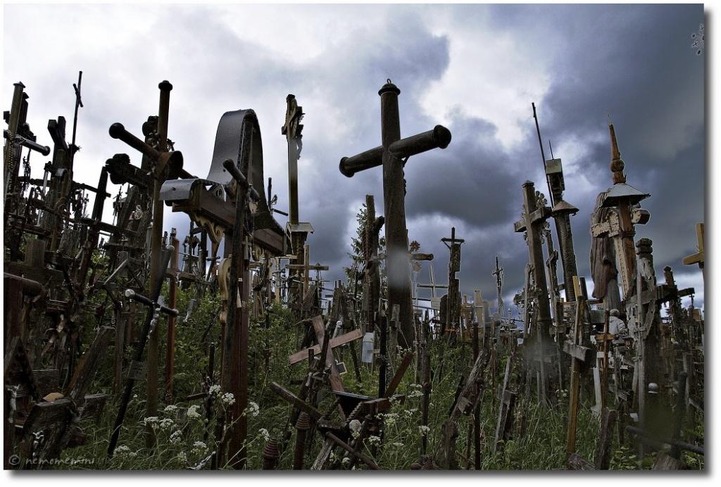 Гора крестов. Автор: nemomemini Фото:  www.flickr.com