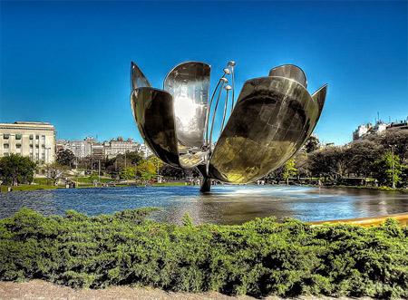Скульптура Огромный цветок. Буэнос-Айрес. Фото: eternabuenosaires.com