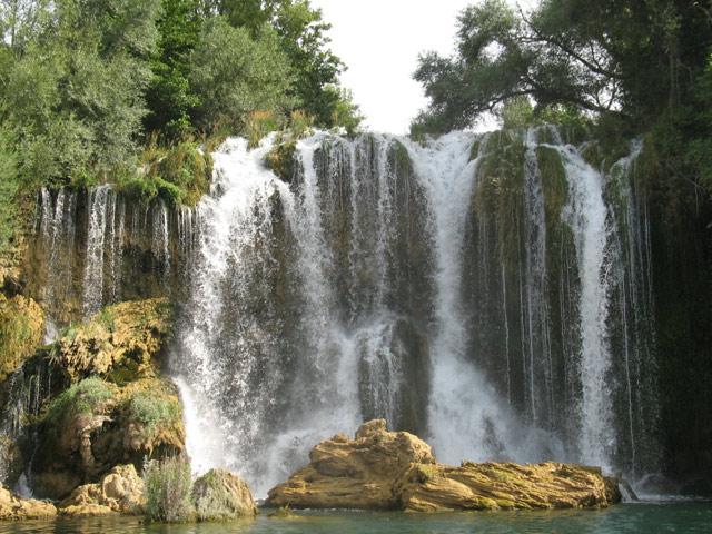Водопадик в парке Крка. Фото: bestpics.ru