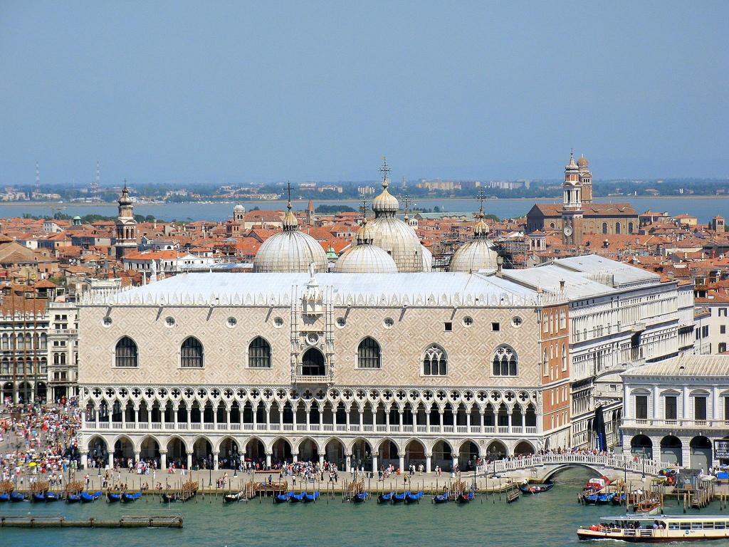 Палаццо Дожей в Венеции.
