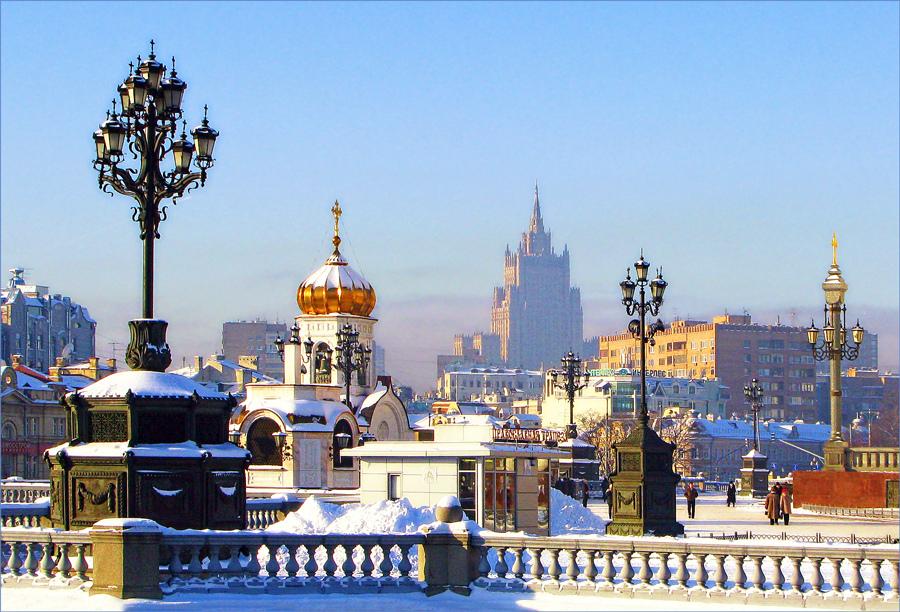 Солнечным зимнем днем в Москве. Фото с сайта  tonkosti.ru