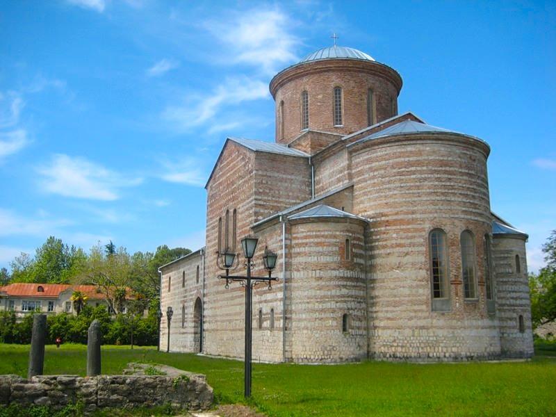 Пицундский храм. Фото: verbena-travel.ru