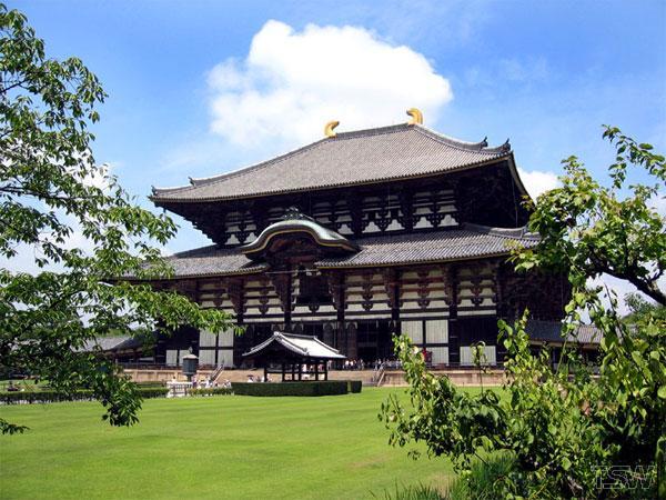 Храм Дайбуцуден. Нара. Фото: www.solo-chel.ru